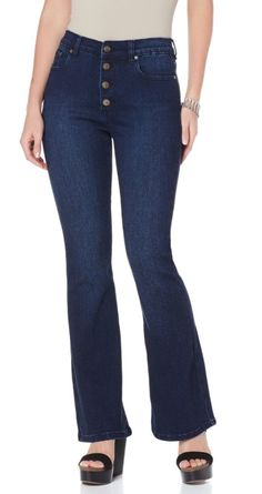 Okay, denim lovers - these @dianegilman bell-bottom jeans are a must-have in your wardrobe! The look of the '60s is taking over the fashion world today, and this denim style comes in three different washes - Chambray, Indigo and Ivory!