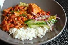 Surinaamse Bruine Bonen   OsoPatu.nl Dutch Recipes, Spicy Recipes, Asian Recipes, Vegetarian Recipes, Ethnic Recipes, Brown Beans Recipe, Suriname Food, Chili, One Dish Dinners