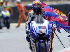 Lorenzo portant una bandera del Barça
