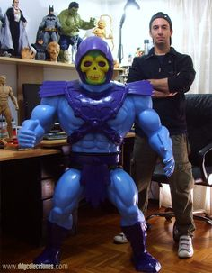 """Giant """"Masters Of The Universe"""" Skeletor Sculpture Is Incredible [Video]"""
