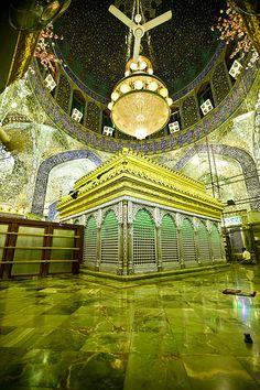 Shrine of Imam Ali peace be upon him . Iraq - Najaf by Rasoul Ali ضريح الامام… Hussain Karbala, Hazrat Imam Hussain, Hazrat Ali, Imam Ali, Islamic Images, Islamic Pictures, Islamic Art, Islamic Quotes, Mecca Islam