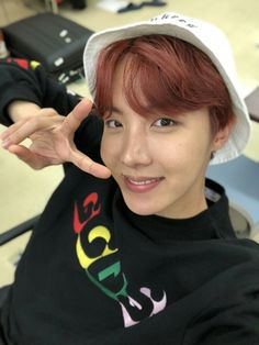 J-Hope ❤ [BTS Trans Tweet] 오츠카레~ / Worked hard~ (Japanese. 오츠카레 - Otsukare - おつかれ お: つかれさまでした - Otsukare-samadeshita - Thank you for your hard work) #BTS #방탄소년단