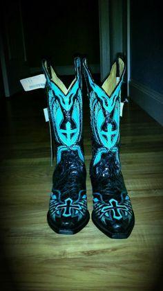 Cross boots <3