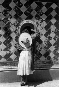 La hija de los danzantes. Gelatin silver print 1933 by Manuel Alvarez Bravo