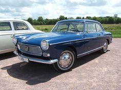 Après le coup de massue asséné par la Citroen DS, Peugeot sort les griffes...  Tout commence en 1955 au salon de Paris quand Peugeot dévoile la 403 (dessiné dans un style classique par…