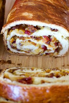 Romanian Traditional Sweet Bread With Walnuts- Cozonac is al recipe that is made every year for the holidays. Flour, sugar, eggs, milk and yeast are the main ingredients. Pastry Recipes, Baking Recipes, Cake Recipes, Dessert Recipes, Bread Recipes, Romanian Desserts, Romanian Food, Romanian Recipes, Christmas Food Gifts