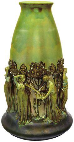 Zsolnay : Díszváza, gyümölcsszedő nőkkel, Zsolnay, 1902, Formaterv: Mack Lajos   (55) Tavaszi aukció   Virág Judit   2017. 05. 15. hétfő 18:00   axioart.com