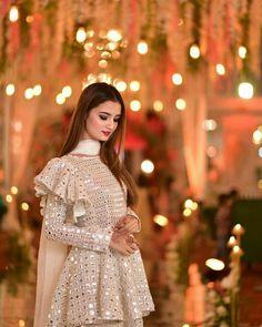 Fancy Dress Design, Stylish Dress Designs, Stylish Dresses, Long Dress Fashion, Frock Fashion, Fashion Dresses, Pakistani Fashion Party Wear, Pakistani Wedding Outfits, Simple Pakistani Dresses
