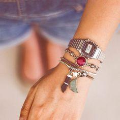 1003e60f2ae As mais novas pulseiras com o relógio Casio vintage prateado e preto! .....  Valores Links no 1º comentário by lacosdefilo