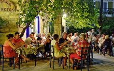 På Parga er der mange hyggelige græske restauranter, hvor du hurtigt kan bruge mange timer på at spise god mad, drikke ægte græsk vin og se din partner dybt i øjnene. Se mere på http://www.apollorejser.dk/rejser/europa/graekenland/pargaomradet/parga