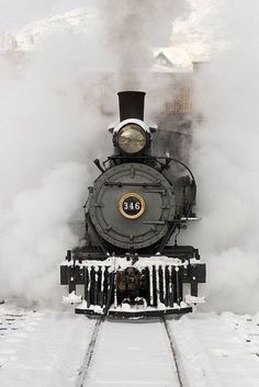 Steam locomotive train engine in the snow Locomotive Diesel, Steam Locomotive, Winter Snow, Winter Time, Winter Holiday, Winter Car, Cozy Winter, Thanksgiving Holiday, Bonde