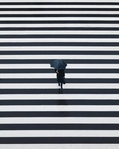 INTERESTING PHOTO OF THE DAY: TOKYO CROSSWALK Amazing Photography, Street Photography, Art Photography, Pedestrian Crossing, Funny Photoshop, Simple, Cool Photos, Interesting Photos, Tokyo