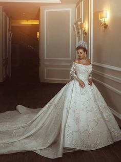 wedding ideas part 3 said mhamad photography a bride like a queen in a room Princess Ball Gowns, Princess Wedding Dresses, Bridal Dresses, Fairytale Wedding Dresses, Custom Wedding Dress, Classic Wedding Dress, Gown Wedding, 1920s Wedding, Wedding Gowns With Sleeves