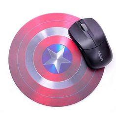 13,50  >Mouse Pad (Escudo Capitão América) >Superfície para Mouses óptico ou a laser. >Estampa em Ótima definição. >Parte inferior anti_derrapante de borracha. >Tamanho: 18/18 cm.