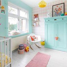 Que ideai bacana do armário ter a mesma cor da parede / janela!  Verde água é lindo demais né?! Perfeita para quartos unissex ! Vamos compartilhar os quartos? Use a hashtag #euusomooui ! ✨www.mooui.com.br✨ e já estamos em promoção!