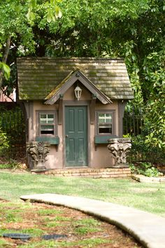 1000 images about cute little sheds on pinterest garden for Very small garden sheds