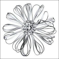 Tee kauniita kukkia rosee-tekniikalla joko heijastinnauhasta tai paperilangasta. >> Avaa ohje Craft Projects, Projects To Try, Joko, Life Organization, Hobbies And Crafts, Handicraft, Crafty, Handmade, Gifts