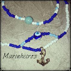 Um dos símbolos mais representativos quando falamos de mar, navio e marinheiro é a ancora ainda mais quando o colar vem colorido nas cores tradicionais dos marinheiros, o azul e branco! Linda e com muito axé.