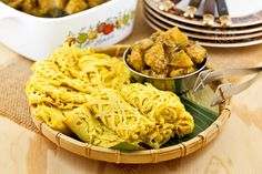 These tender and delicate Roti Jala (Malaysian Net Crepes) are a must try with chicken or beef curry. Easy to prepare using only a few ingredients.(Makes 10 crepes) Savoury Pancake Recipe, Savory Pancakes, Corn Pancakes, Pancake Recipes, Cooking Recipes, Malaysian Curry, Malaysian Food, Malaysian Recipes, Burmese Food