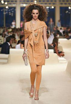 Chanel desfila pré primavera-verão 2015
