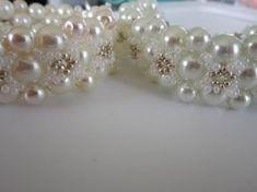 Bracelet with 8mm \ 4mm Pearl , SB and 4mm SW bicones. Браслет из бисера и жемчуга . - YouTube