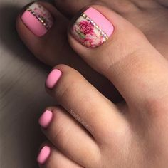 Floral Toe Nail Design ❤️ Pedicure Ideas For Your Fabulous Nails❤️ See more: https://naildesignsjournal.com/fabulous-nails-adorable-toes/ #naildesignsjournal #nails #nailart #naildesigns