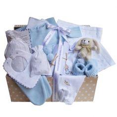 Canastilla regalo para recién nacido. Conjunto d epunto para bebé, juego de sábanas, patucos, toquilla d epunto, cubrebiberón, babero de pique, gasa, polaina y muchas cosas más. Es cesta puedes personalizarla bordando el nombre del bebé en las sábanas de moisés.