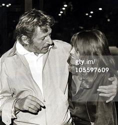 """Danny Kaye met Julie Christie; april 1968. Dit was tijdens de uitreiking van """"The 40-th Annual Academy Awards"""" in Beverly Hills."""