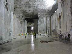 Marmo di Carrara. Tutte le informazioni, curiosità e la storia milenaria del marmo di carrara e delle sue 3 cave: Torano, Colonnata e Fantiscritti.