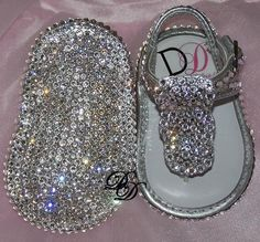 Baby Bling Shoes : Rhinestone Baby Shoes : Crystal Baby Shoes - this is Aubrey's kinda shoe! She loves her bling! Baby Bling, Bling Baby Shoes, Baby Girl Shoes, Girls Shoes, Bling Bling, Bedazzled Shoes, Sparkly Shoes, Häkelanleitung Baby, My Baby Girl