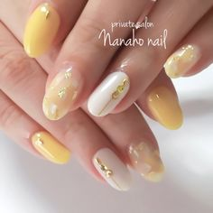 ハンド/シェル/ニュアンス/ミディアム/ホワイト - すみようこNanaho☆nail(大阪府八尾市)のネイルデザイン[No.3027214]|ネイルブック Perfect Nails, Gorgeous Nails, Love Nails, Beige Nails, Yellow Nails, Best Acrylic Nails, Gel Nail Art, Gelish Nails, Nail Manicure