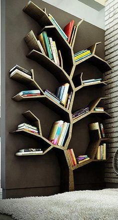 Bücherregal Baum. Wäre abends mit Lichterkette wunderschön aussehen. / Book tree. Maybe attach or embed miniature lights along the wood branches so would twinkle the tree shape at night. / Librería en forma de árbol.