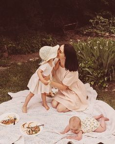 We recently started using and it's safe to say we are obsessed! I love cooking but hate planning meals especially in the… Cute Family, Family Goals, Family Family, Fulton Sheen, Cute Kids, Cute Babies, Ohana Means Family, Foto Baby, Mother And Baby