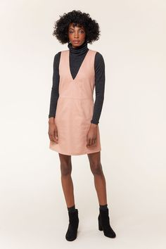 The Dani Pinafore sewing pattern from Seamwork is ideal for both casual workwear and as a cool layering piece for the weekend.