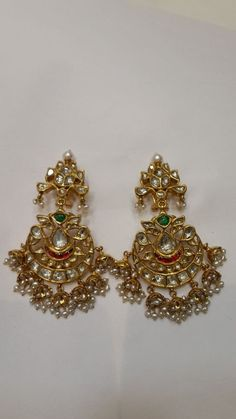 bridal jewelry for the radiant bride Gold Temple Jewellery, India Jewelry, Hair Jewelry, Fashion Jewelry, Gold Jewelry, Big Earrings, Vintage Earrings, Pearl Earrings, Indian Wedding Jewelry