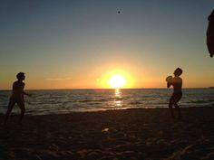 Assalto a Gallipoli:14 scimmie in Salento #salento #mare #sea #outdoor #travel #nature #puglia #friends #amici #lookingfopiteco #pitechi #viaggio #vacanze #sole #mare #arrampicata #climbing #gallipoli