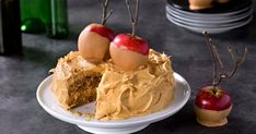 Topped with brunost cream and spooky apples, this apple cake is perfect for the Halloween party Cheese Dessert, Apple Cake, No Bake Cake, Frosting, Delish, Sweet Tooth, Recipies, Deserts, Dessert Recipes