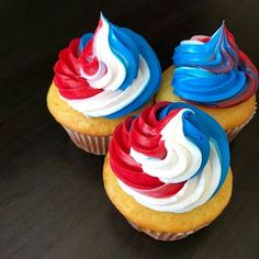 The 4th is tomorrow! What better way to celebrate than with cupcakes like by @zemmysbakery  and fireworks of course!  #fourthofjuly #4thofjuly #cupcakes #celebration #independenceday #celebrate  #4thofjulycupcakes #cupcake #cake #instacake #cakespiration #cupcakelovers #baker #redwhiteandblue #bakingtime  #cupcakesofinstagram #cupcakelove #cakedecorator #cupcakedecorating #bakerslife #bakedgoods #cakedesigner #cakedecorating