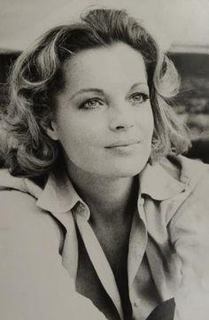 Eva Sereny - Romy Schneider, 1971. - Deux épreuves argentiques d'époque.
