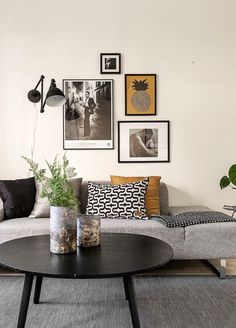 Find your favorite Minimalist living room photos here. Browse through images of inspiring Minimalist living room ideas to create your perfect home. Decor, Minimalist Living Room Decor, Living Room Designs, Interior, Living Decor, Living Room Decor, House Interior, Room Decor, Apartment Decor