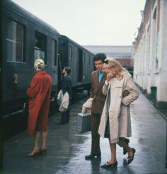 """""""Les parapluies de Cherbourg"""" : Un film de Jacques Demy avec Catherine Deneuve,Nino Castelnuovo,Ellen Farner,Pierre Caden,Dorothée Blank - 1963"""