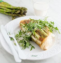 Asparagus and rcotta omelette Omelette, Ricotta, Asparagus, Tacos, Mexican, Breakfast, Ethnic Recipes, Food, Morning Coffee