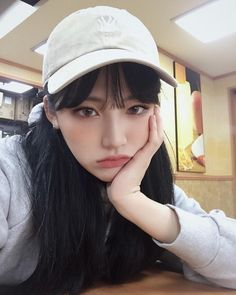 on Ulzzang girls Mode Ulzzang, Ulzzang Korean Girl, Cute Korean Girl, Asian Girl, Korean Beauty, Asian Beauty, Korean Aesthetic, Aesthetic Women, Uzzlang Girl