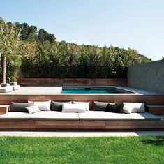 Ideen, um eine Terrasse im Chill-Stil zu dekorieren ✿ Ideas to decorate a chill-style terrace ✿ ✿ When designing our homes, it is easy to think of the essential spaces we need: kitchen, bedroom, Swiming Pool, Swimming Pools Backyard, Swimming Pool Designs, Pool Decks, Backyard Landscaping, Landscaping Ideas, Wood Pool Deck, Corner Landscaping, Hydrangea Landscaping