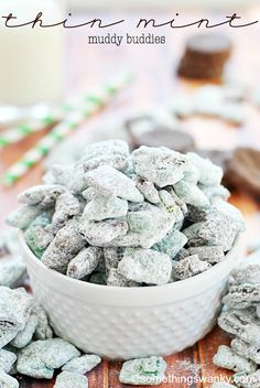 Mint Muddy Buddies This two-toned minty and chocolatey snack mix comes together in minutes and is chock full of thin mint cookies!This two-toned minty and chocolatey snack mix comes together in minutes and is chock full of thin mint cookies! Puppy Chow Recipes, Chex Mix Recipes, Snack Recipes, Dessert Recipes, Mint Recipes, Cheesecake Recipes, Yummy Recipes, Cookie Recipes, Yummy Snacks