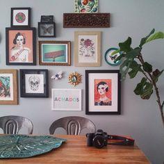 Parede linda para se inspirar Mais em www.historiasdecasa.com.br #gallerywall #quadros #paredes #decoração