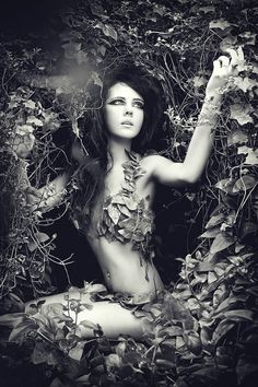 http://jessicaturale.deviantart.com/art/The-Makings-of-Eve-216013109