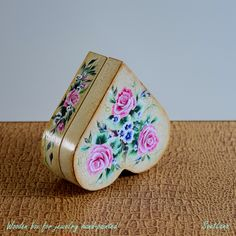 Decorative wooden box for jewelry hand-painted with acrylic upon the handmade craquelure and varnished with gloss. Decorative Wooden Boxes, Decorative Objects, Sea Flowers, Mixed Media Painting, Painting & Drawing, Framed Art, Art Gallery, Hand Painted, Artwork