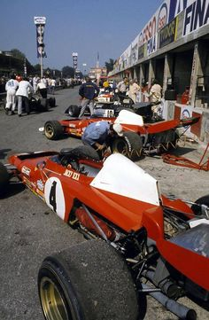 The pits at Monza 1972 ✏✏✏✏✏✏✏✏✏✏✏✏✏✏✏✏ AUTRES VEHICULES - OTHER VEHICLES   ☞ https://fr.pinterest.com/barbierjeanf/pin-index-voitures-v%C3%A9hicules/ ══════════════════════  BIJOUX  ☞ https://www.facebook.com/media/set/?set=a.1351591571533839&type=1&l=bb0129771f ✏✏✏✏✏✏✏✏✏✏✏✏✏✏✏✏