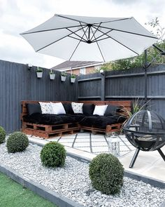 72 Outdoor Seating Area What Type Of Garden Patio Should You Use 5 - myhomeorganic Front Yard Garden Design, Garden Front Of House, Garden Design Plans, Backyard Patio Designs, Small Garden Design, Outdoor Seating Areas, Outdoor Spaces, Outdoor Living, Outdoor Decor